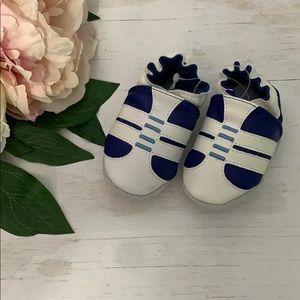 Robeez blue and white leather infant shoe 0-3 mos